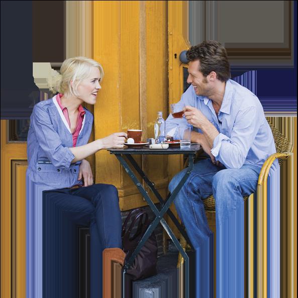 Duas pessoas tomando café.