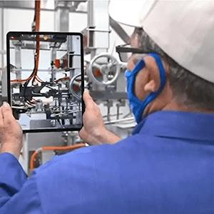 Funcionário de manutenção de peças e serviços