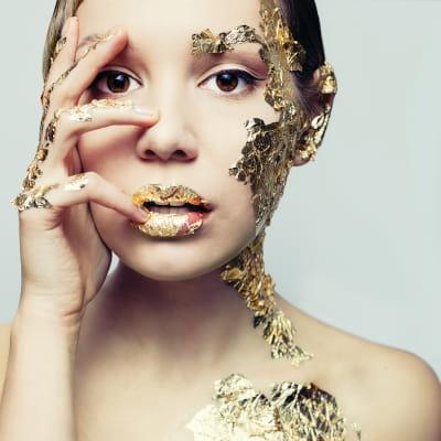 Imagem de mulher metalizada Dec Tech